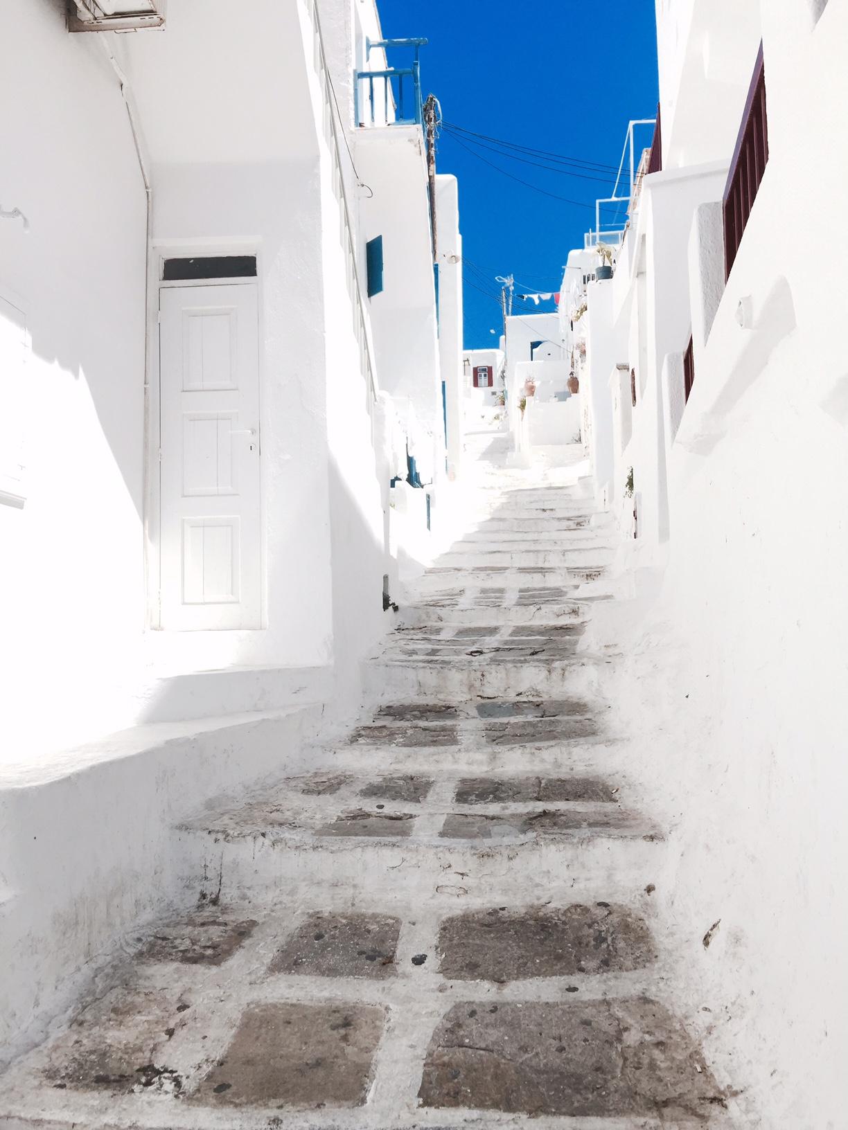 mykonos-streets