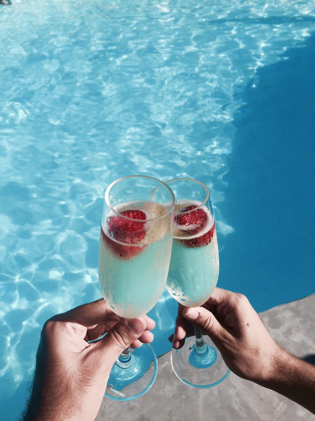 mykonos-jackio-beach-champaigne